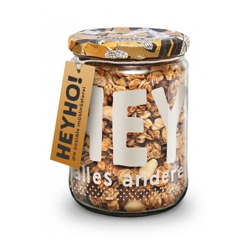 Peanut Power to the People - Handmade Granola mit Peanutbutter Schoko-Chunks