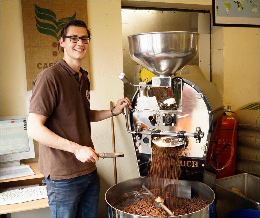 Max am Röster - Kaffee Rösterei Bohnenschmiede - Mit schonendem Röstverfahren zum Gourmet Kaffee